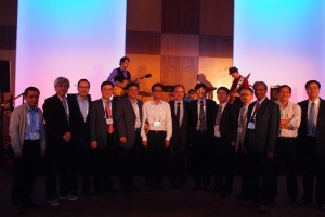 Three winners of 2013 Asian Young Aerosol Scientist Award (P. R. China, Hong Kong, Japan), Award Committee members, and the past winners:(Dr. Chao, P. R. China 2009; Dr. Chang, Hong Kong, 2005, Dr. Lenggoro, Japan 2007)