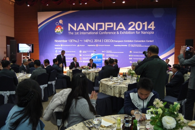"Invited talk: Conference on Nanotechnology (Korea) ""Assembly of nanoparticles"" ナノ粒子の集積化"